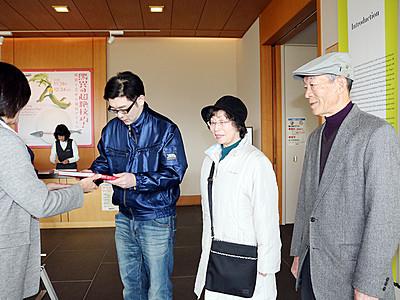 「驚異の超絶技巧!」展の来場1万人超す 県水墨美術館