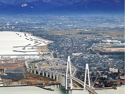 橋梁と稜線 美の競演 富山で冬日、今季初