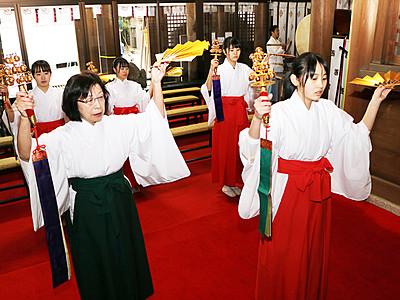新春の神楽舞所作を稽古 立山・岩峅雄山神社