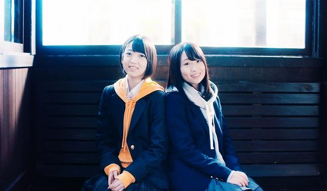JR福井駅西口の恐竜モニュメントも登場する(You,Be Cool!/KING RECORDS)