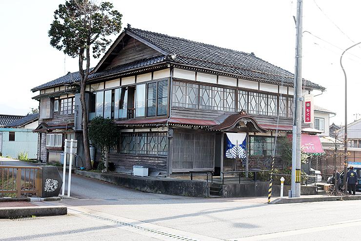 オープンした宿泊施設。料亭として使われていた築100年の空き家を活用した