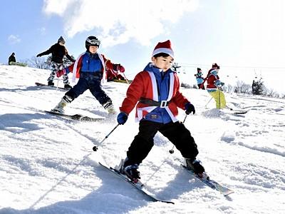 クリスマスがやってきた サンタ仮装で滑走 ジャム勝山