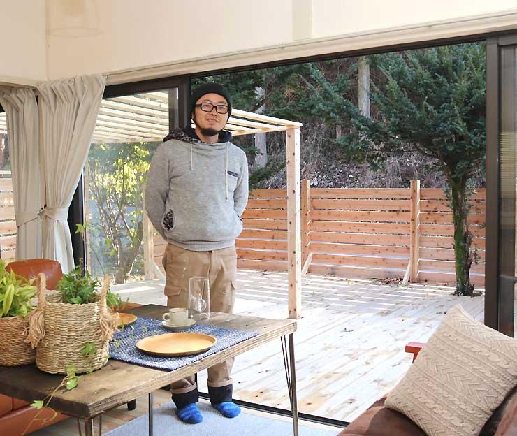 別荘だった空き家を改修してオープンした宿泊施設「ほしな屋」と北沢さん