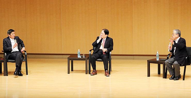 前回の「エンジン04」で意見交換する講師陣=昨年3月、富山国際会議場