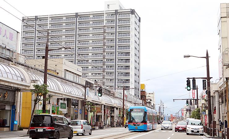 5月にeスポーツの拠点施設がオープンする16階建て複合ビル=高岡市末広町