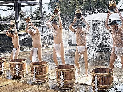 僧侶が寒中水行 七尾の長壽寺で星祭祈祷会