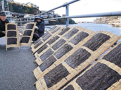 冬の晴れ間に岩ノリ干し 志賀・福浦港