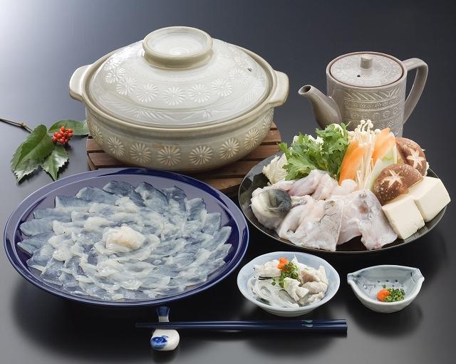 てっさ、てっちり、から揚げ、ふぐ釜飯など、さまざまな若狭ふぐ料理が味わえる。