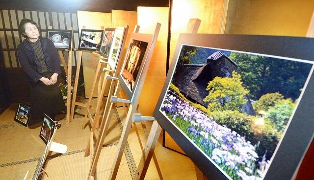 四季の表情をとらえた力作が並ぶ写真展=1月8日、福井県坂井市の千古の家
