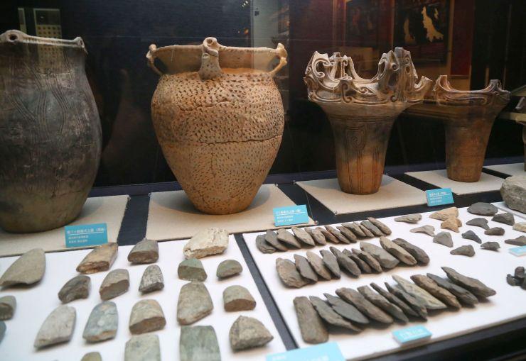 企画展「縄文石器入門」の展示=長岡市の馬高縄文館