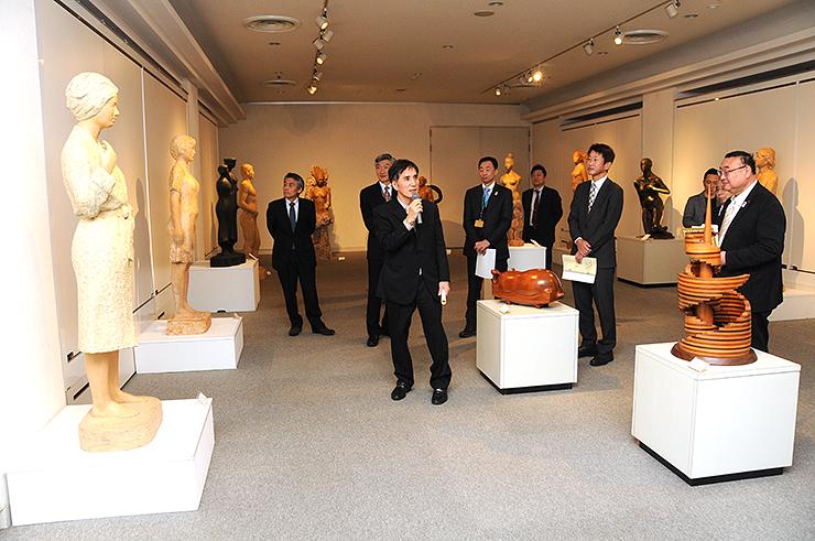 井波彫刻の名工の作品を一堂に展示した会場