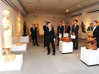 井波彫刻の技を存分に 福野文化創造センター「日本遺産への道」開幕