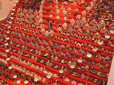 30段飾り、願い積み上げて 須坂で恒例の「雛祭り」