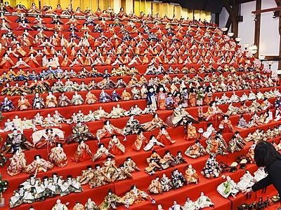 ひな人形3000体きらびやか 大野市で祭り