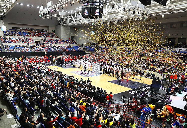 華やかに開催されたBリーグのオールスター戦=富山市総合体育館
