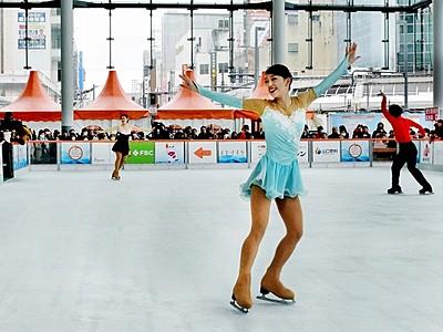 フィギュア名門・関西大のショー 氷上の舞を間近で