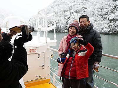 「雪の庄川峡 美しい」 遊覧船利用外国人最多ペース