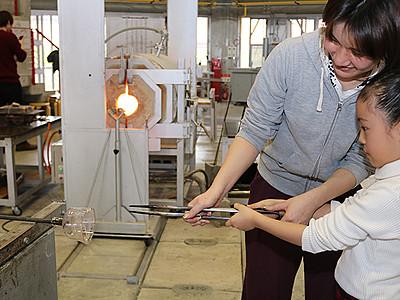 ハートの器作ろう 富山ガラス工房で制作体験