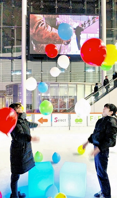 ハピリンクでライトアップと写真撮影を楽しめる「ヒカリンク」のリハーサル=福井県福井市中央1丁目