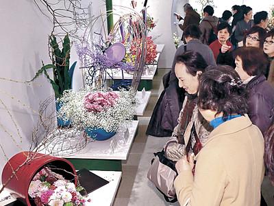 華やぎ新た、後期展始まる 北國花展 金沢市のめいてつ・エムザ