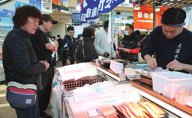 海産物などが並んだ北海道物産展