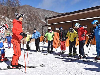 シニア世代、再びゲレンデ楽しんで 上田でスキー教室