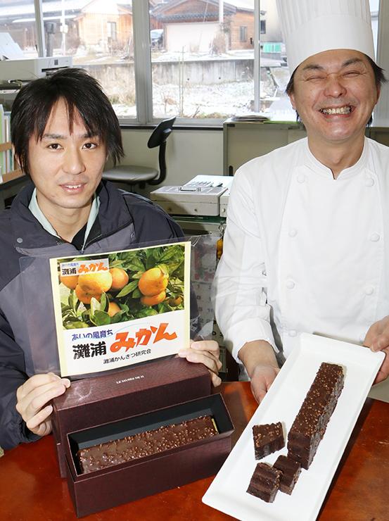 グランクリュTOYAMAを紹介する藤井さん(右)と小路さん