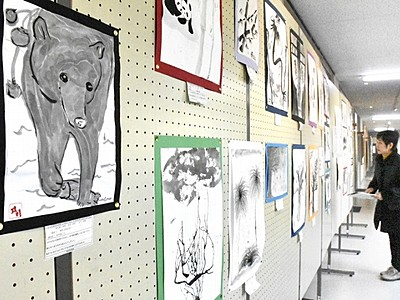墨絵や日本画、児童生徒の力作 坂井で140点展示
