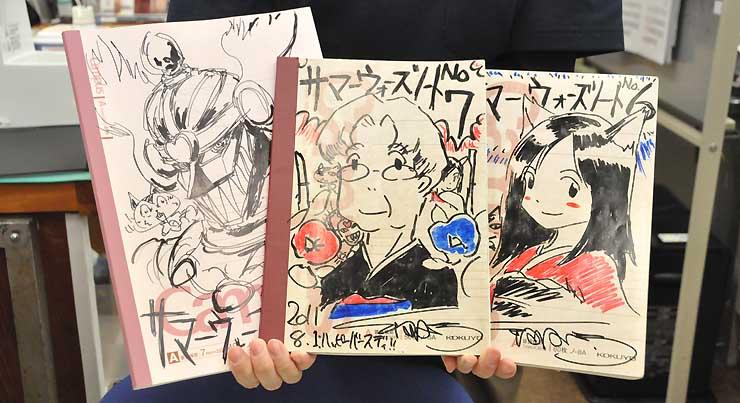 上田市観光会館にある「サマーウォーズノート」。細田監督が直筆した表紙のノートにファンがイラストやメッセージをつづる