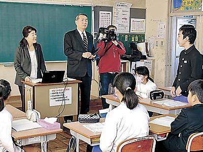 市政の課題、児童の目で 加賀市議会おでかけ教室