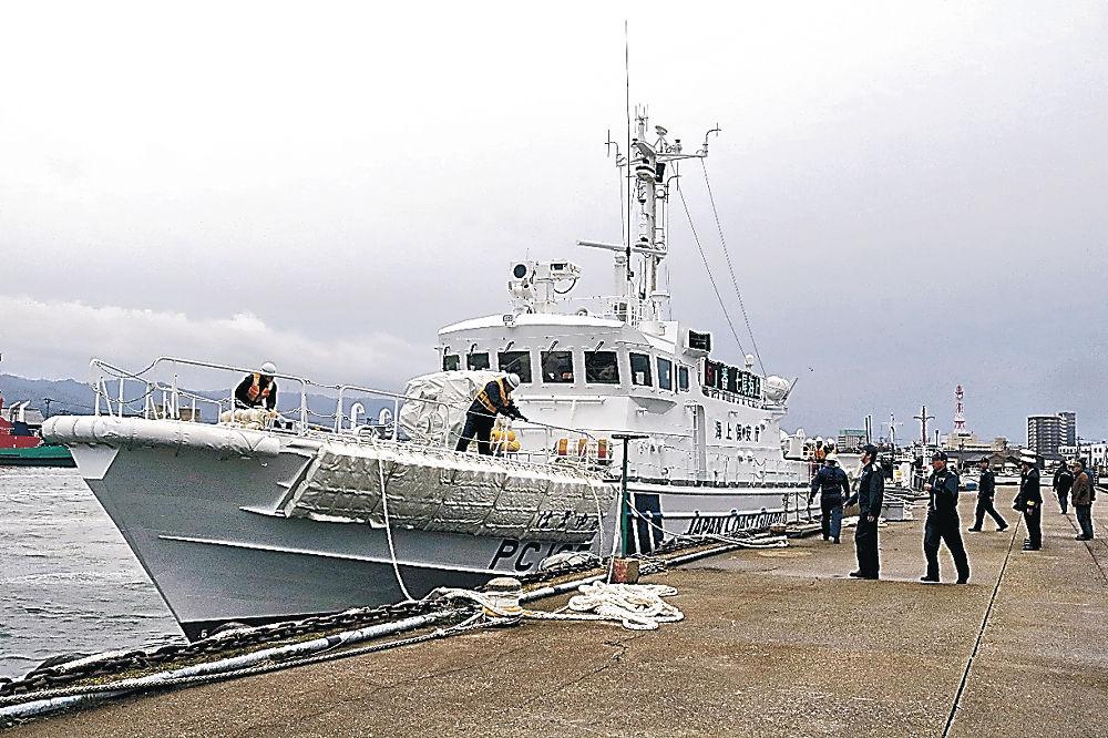 着岸した巡視艇「はまゆき」=七尾港矢田新物揚場岸壁