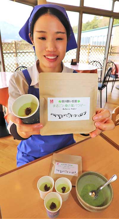 桑の葉パウダーと、パウダーを使い「レストラン菜々ちゃん」で提供しているプリン