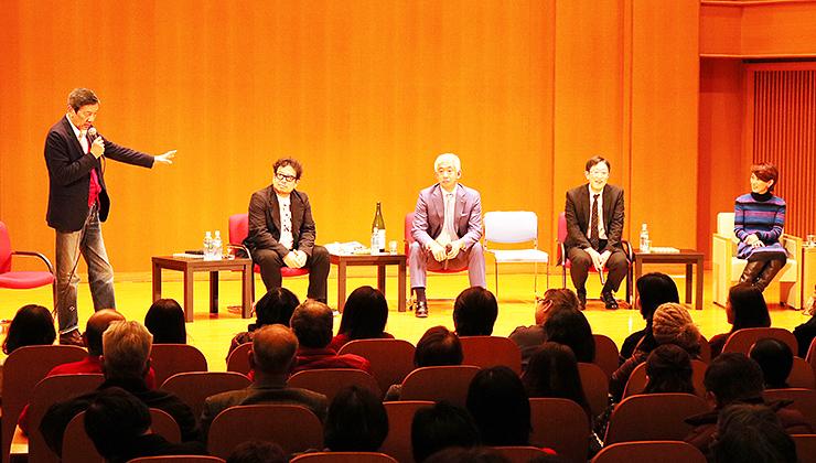 富山と金沢の関係について、本音で意見を交わす(左から)奥田さん、小西さん、桝田さん、大西さん、有森さん=北日本新聞ホール