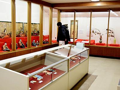 「享保雛」「古今雛」...多彩に展示 上田市立博物館