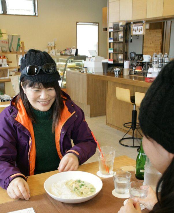 「大和の秘密」に掲載された「いけだや」。東京で移動販売をしながら腕を磨いたグリーンカレーが人気=南魚沼市荒金