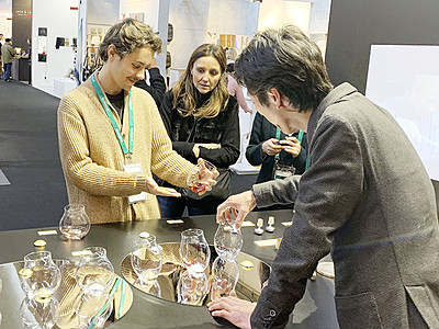 世界が認めた新作グラス 高岡・四津川製作所 ドイツ見本市で商談成立