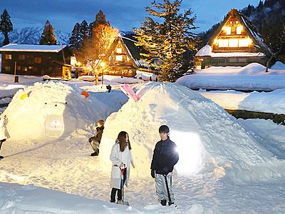 雪化粧の山里幻想的に 相倉でライトアップ