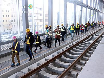 富山駅 歩いて便利さ実感 あいの風鉄道下り線高架を公開