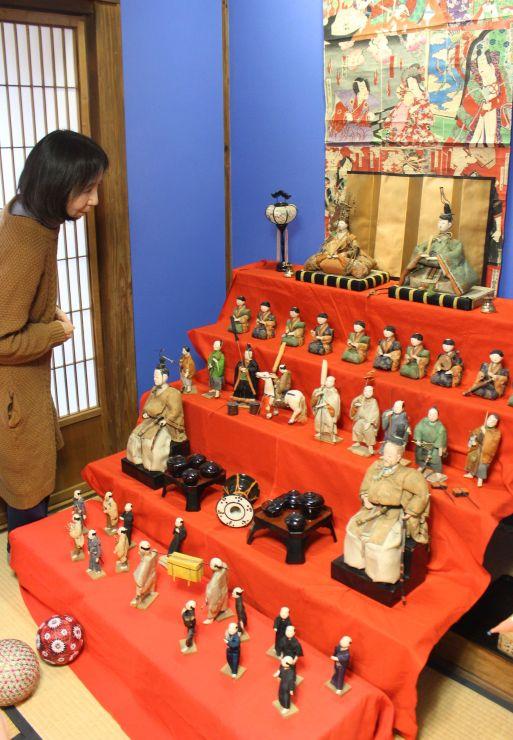 江戸時代のひな人形なども展示されている「無匠庵」=新潟市西蒲区