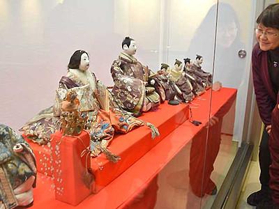 再オープンの諏訪市博物館 ひな祭りに合わせ人形展示
