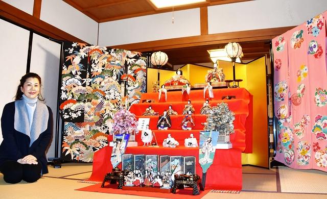 明治期のひな人形が展示されている家=2月21日、福井県高浜町