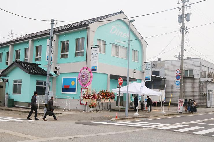倉庫兼調理施設を改装して整備された魚津丸食堂。食堂は2階部分のみとなっている