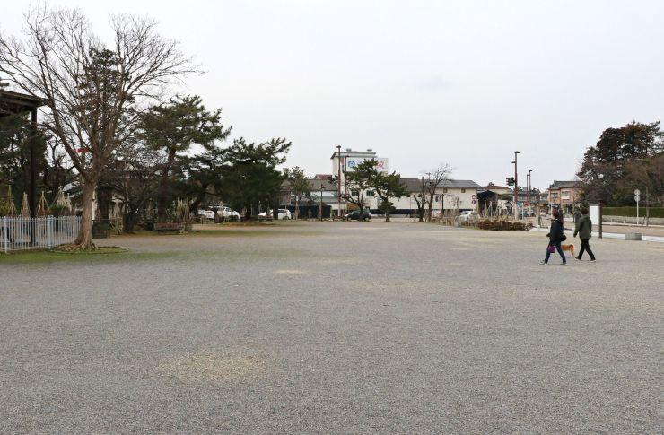 蔵春閣が移築される東公園=27日、新発田市諏訪町1