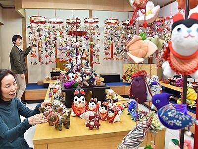 色鮮やかつりびな、ちりめん細工  鯖江市、400点展示