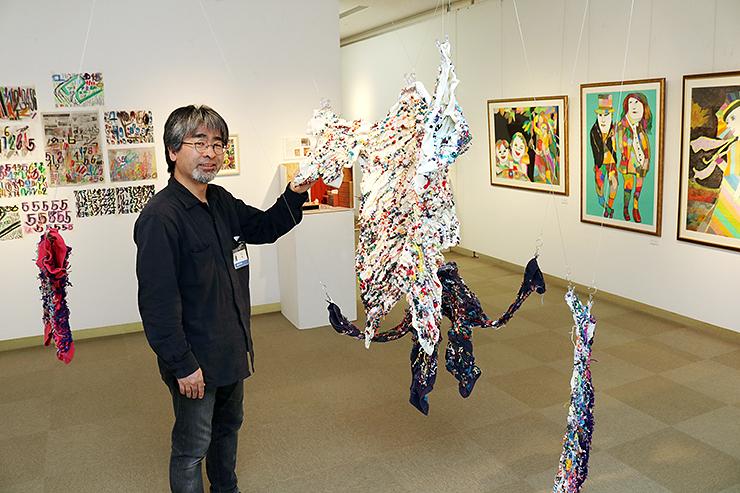 「障がいがある人たちの多様で独創的な表現に触れてほしい」と話す米田代表=高岡市美術館