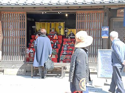 東御の海野宿 ひな飾り並ぶ45軒