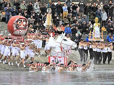 天竜川へ!粋に厄落とし 飯田・時又「はだか祭り」