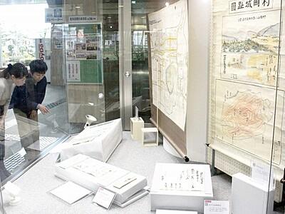 福井藩主松平氏の古文書間近に 勝山市教育会館で展示