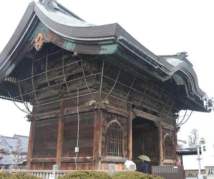 善光寺の仁王門。寺は、門や仁王像などを題材にした写真コンテストを初めて企画した