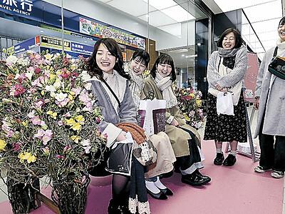 新幹線5年目の門出、華々しく 金沢駅にエアリーフローラベンチ